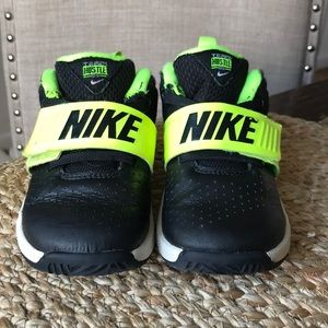Nike toddler boys sneakers size 8